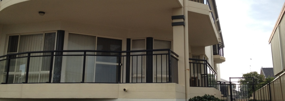 Kwikfynd Aluminium railings 16