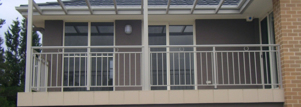 Aluminium railings 208
