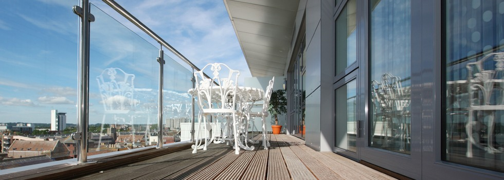 Kwikfynd Glass balustrades 25